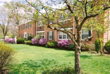 Robert Place 1 Bedroom Apartment – East Side near Park Ridge Walgreens