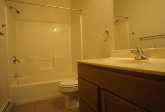 Cat Friendly 2 Bed Upper Apartment w/ Garage Available!