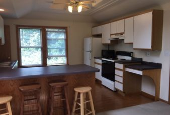 Upper unit with lots of space, features